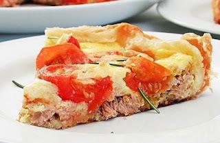 Torta folhada de atum e folhadinhos de maçã e canela