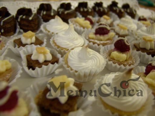 Petit Four, Mini-Cupcakes. Pasteleria es tamaños pequeños