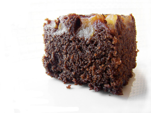 Torta de peras, chocolate y té especiado