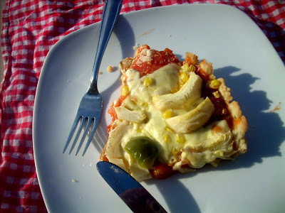 artichokes and corn kennels  pizza (veggie)