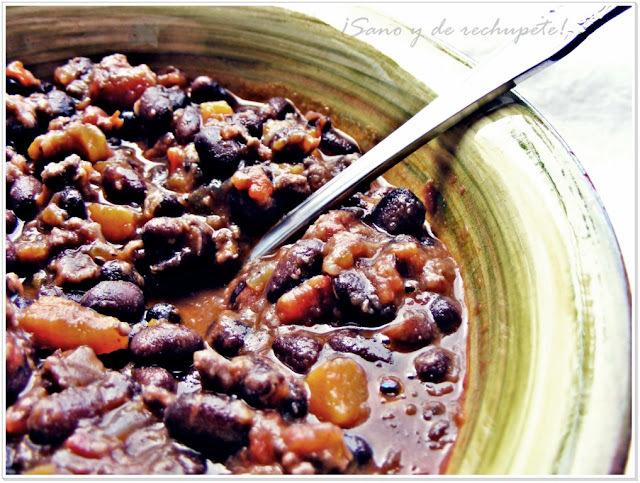 Chili con carne: platillo de la cocina Tex Mex.