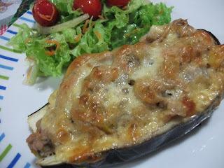 Canoas de beringela com atum