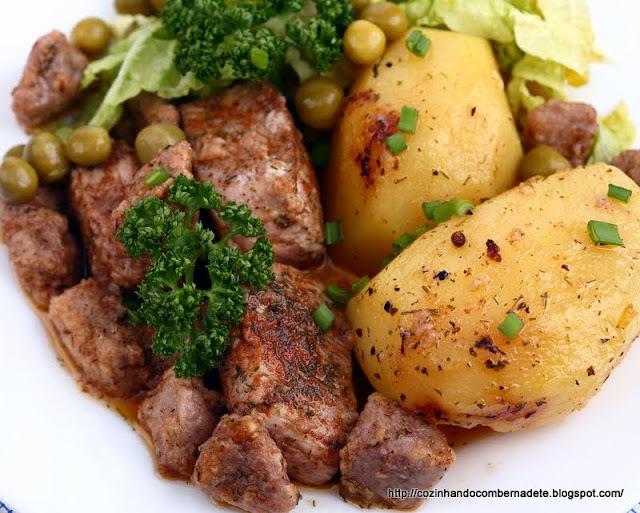 carne de panela cha de fora preparada com caldo de carne e vinho