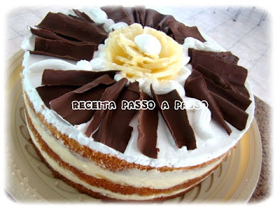 Bolo de Abacaxi com Coco / Pineapple-coconut cake
