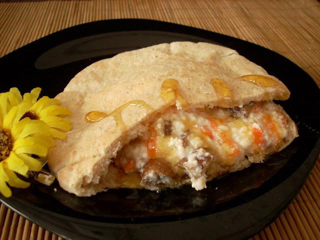 Pan Pita con Requesón, Zanahoria, Pasas e Higos