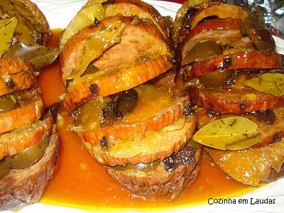 Tender cozido com frutas [Tender baked fruit]