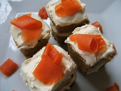 torta de zanahoria con manjar y nueces