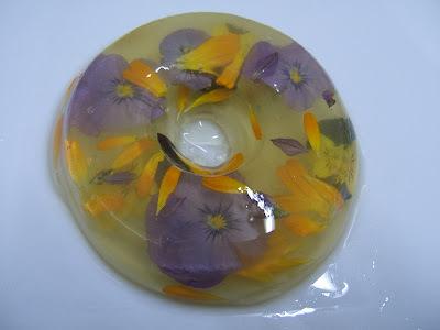 Gelatina de piña con flores