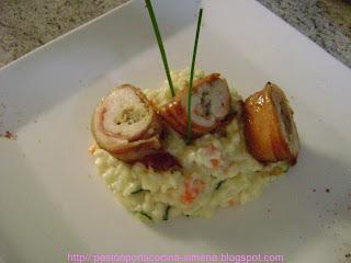 Pollo relleno con colitas de camarones y almejas acompañado con risotto vegetal