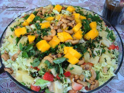 salada de acelga com abacaxi e passas e manga