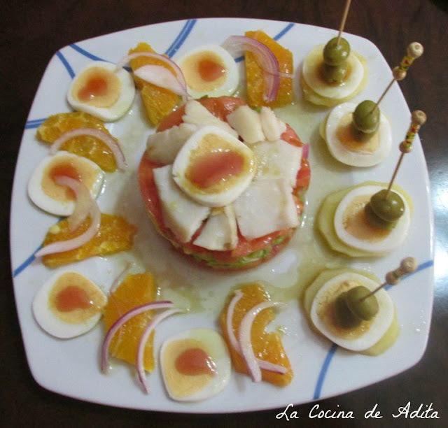 Ensalada con naranjas, bacalao y huevos cuadrados