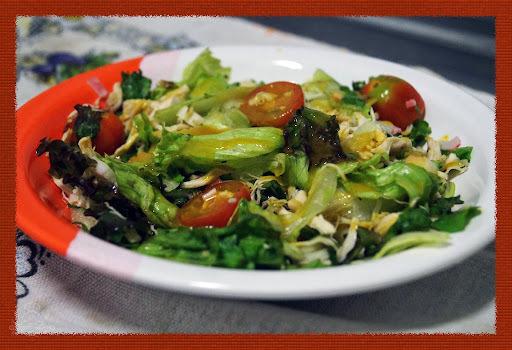 Receita: Salada de Kani com Frango e Molho de Mostarda e Mel
