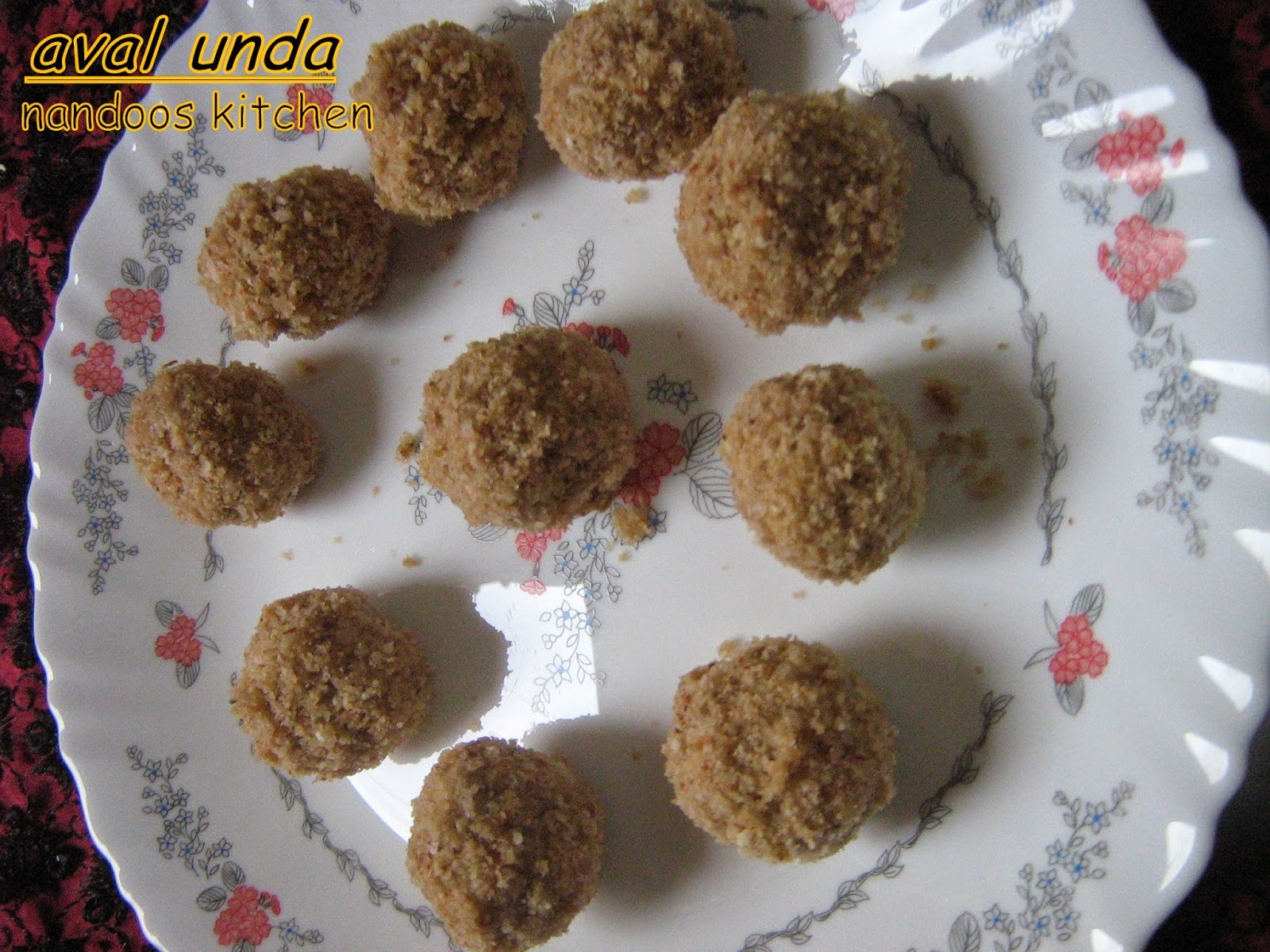 Aval unda / Aval ladoo / beaten rice balls