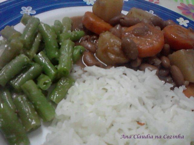Arroz com Feijão e Legumes, precisa de algo mais?
