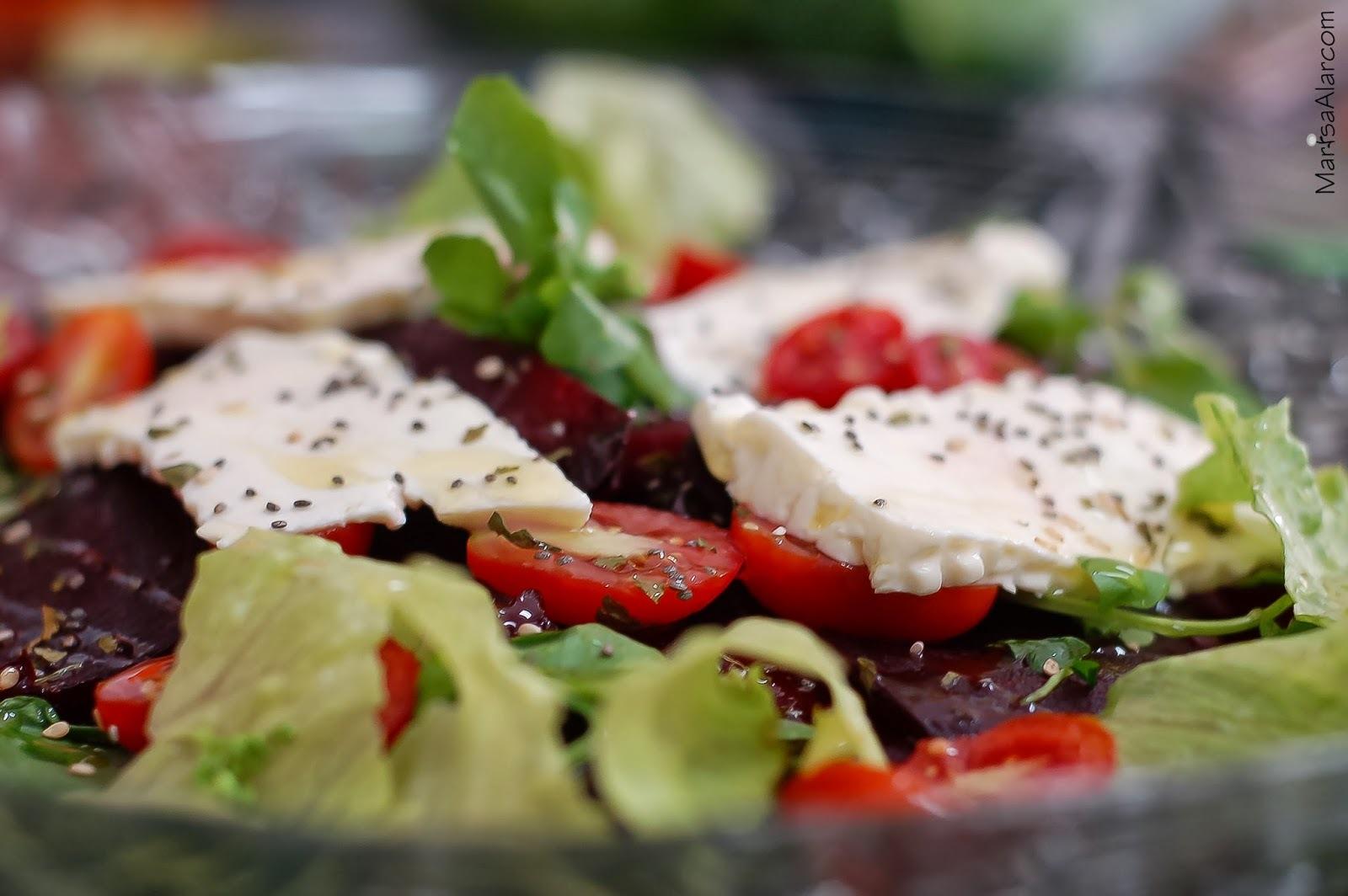 Salada de Beterraba com Massa e Folhas de Rúcula