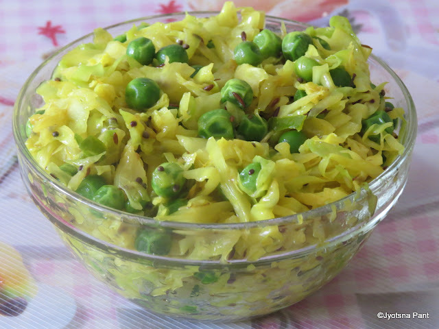 Matar-Mast Patta Gobhi (Cabbage-Pea Indian savory)