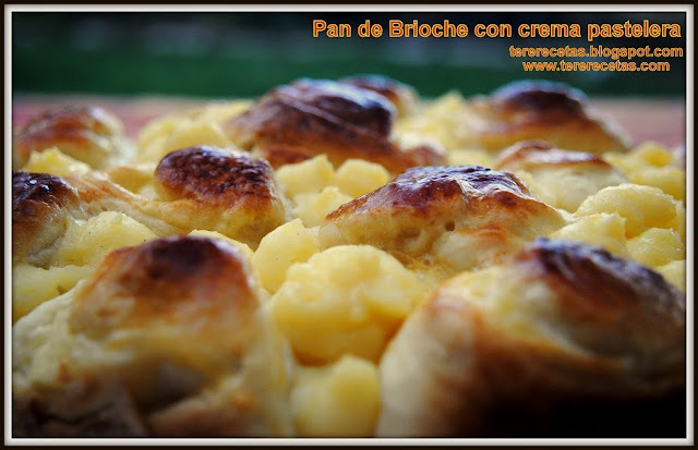 Pan de Brioche con crema pastelera.