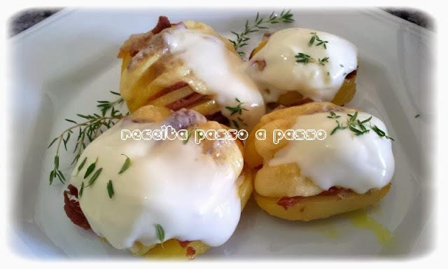 Batatas Fatiadas Recheadas com Bacon e Requeijão / Sliced Potatoes Sttufed with Bacon and Cheese Curd