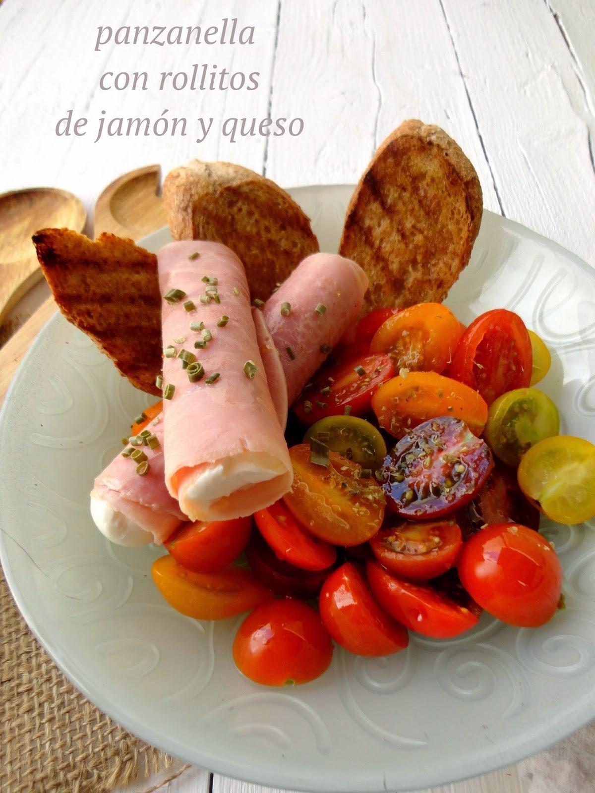 Ensalada Panzanella con Rollitos de Jamón y Queso