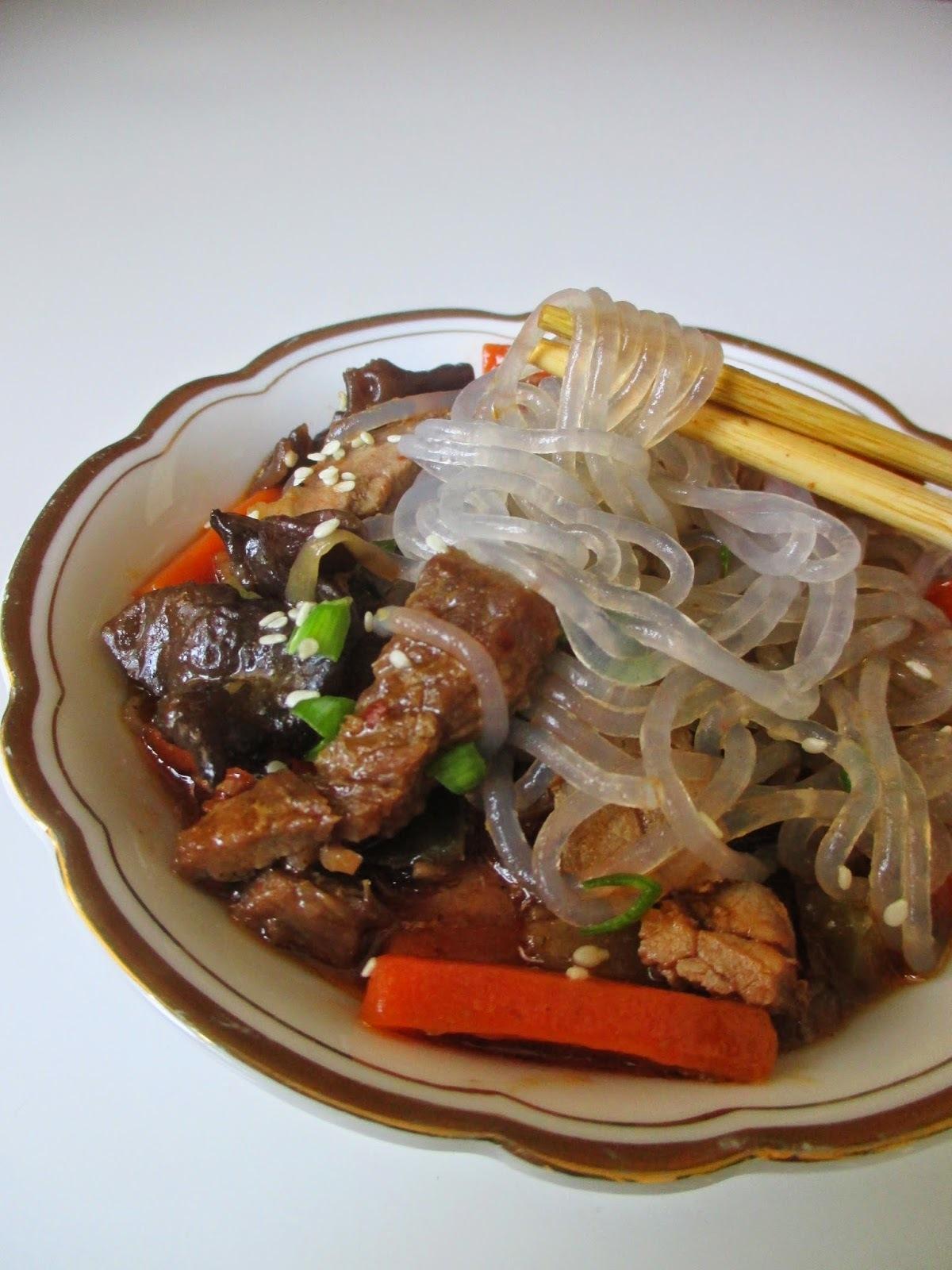 Stakleni rezanci sa junetinom i povrćem