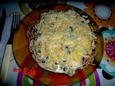 macarrão alho e oleo com brocolis e molho branco
