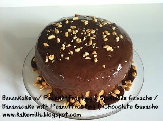 Banankake med Peanøttfrosting & Sjokolade Ganache / Bananacake with Peanutfrosting & Chocolate Ganache