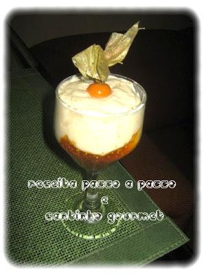mousse de laranja com gelatina incolor em folha