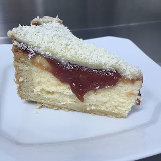Cheesecake com Calda de Goiabada ao Vinho
