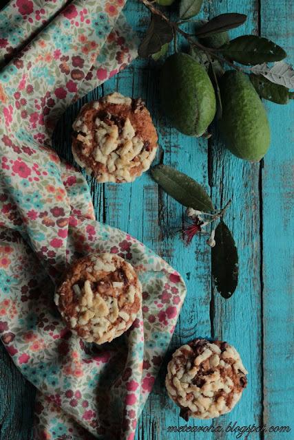 Feijoa Walnut Streusel Muffins