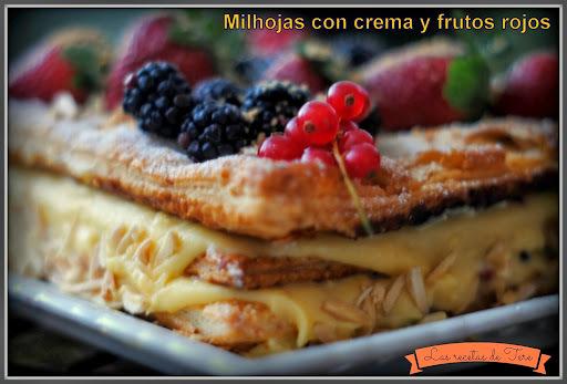 Milhojas de crema y frutos rojos.