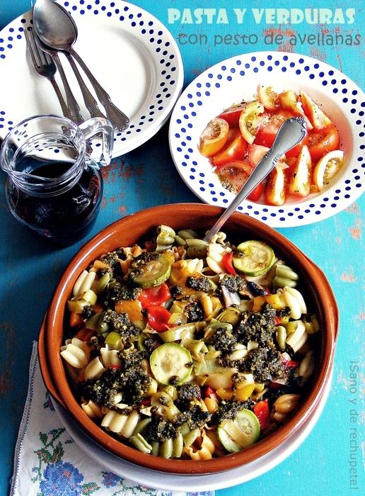Pasta y verduras con pesto de avellanas