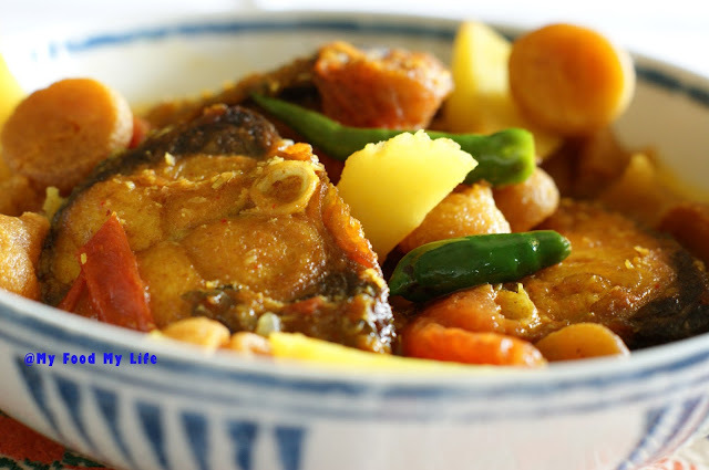 Traditional Bengali Recipe - Bori diye Macher Jhol ( Light fish curry with lentil dumplings)