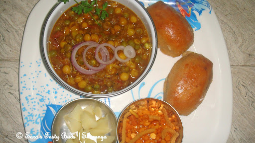 Misal pav – Pressure cooker Method