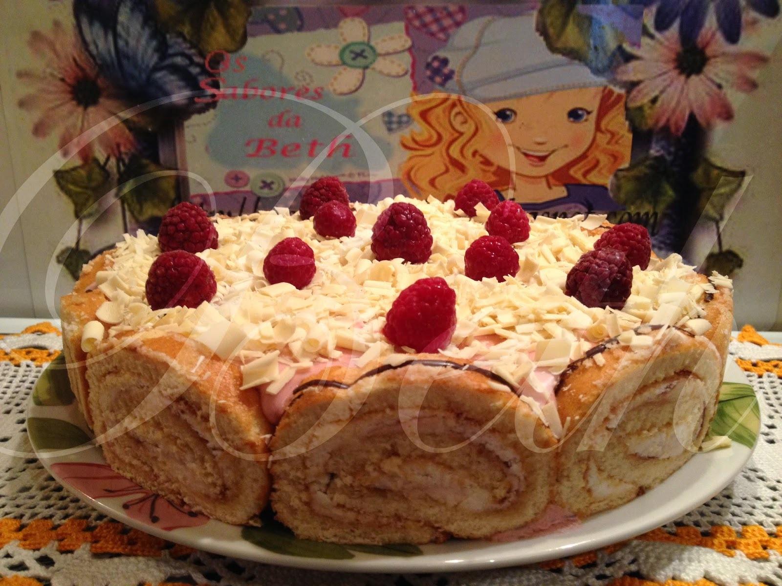 Gâteau Roulé aux Fraises et Crème Framboises / Bolo Rolo de Morangos com  Creme de Framboesas