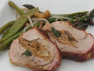 Filet de porc grillé, farci au feta et aux poires
