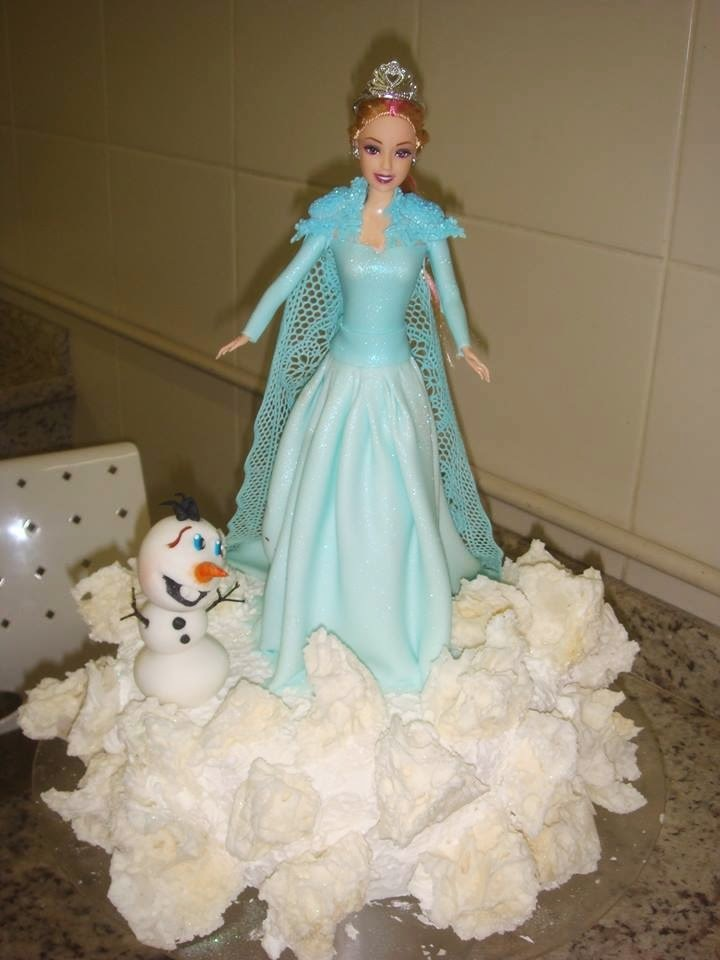 Bolo Frozen decorado finamente - Receita do Bolo Frozen com chantilly (receita fácil)