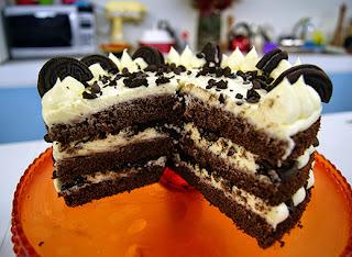 bolo decorado com biscoito palito