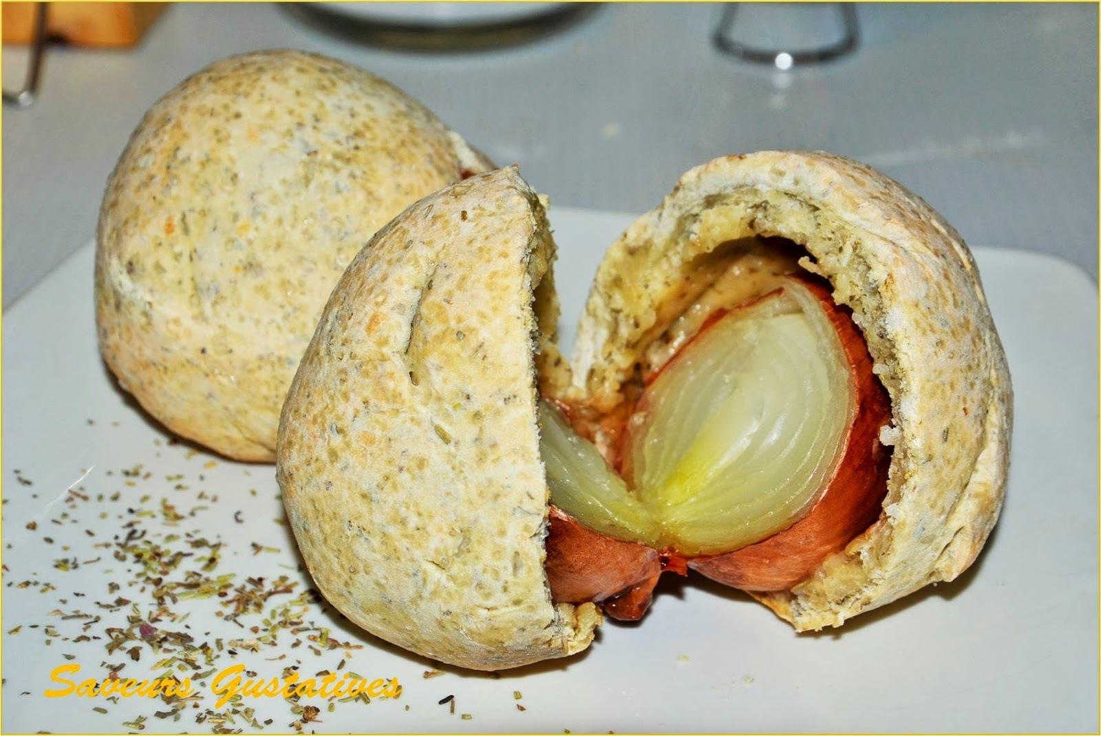 Oignons jaunes cuits en pâte à sel aromatisée aux herbes de Provence