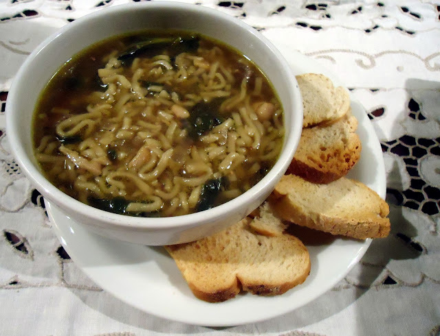Segunda leve - Sopa de Frango , Espinafre e Noodle
