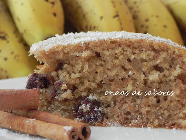 Bolo de Banana, Cravo e Canela com Pedaços de Chocolate