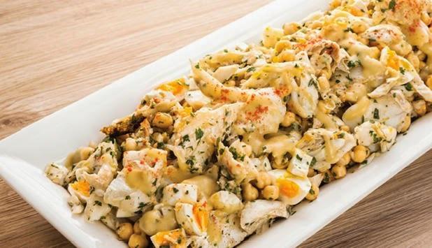 Salada Fria de Bacalhau da Noruega Grelhado com Grão-de-Bico
