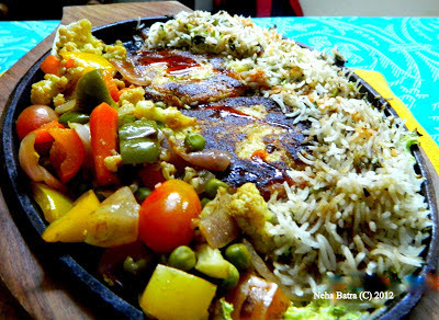 Cottage cheese sizzlers with Green Rice & Schezwan Sauce