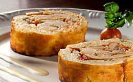 Rocambole de bacalhau: peixe em lascas enrolado em pão de ló de batata