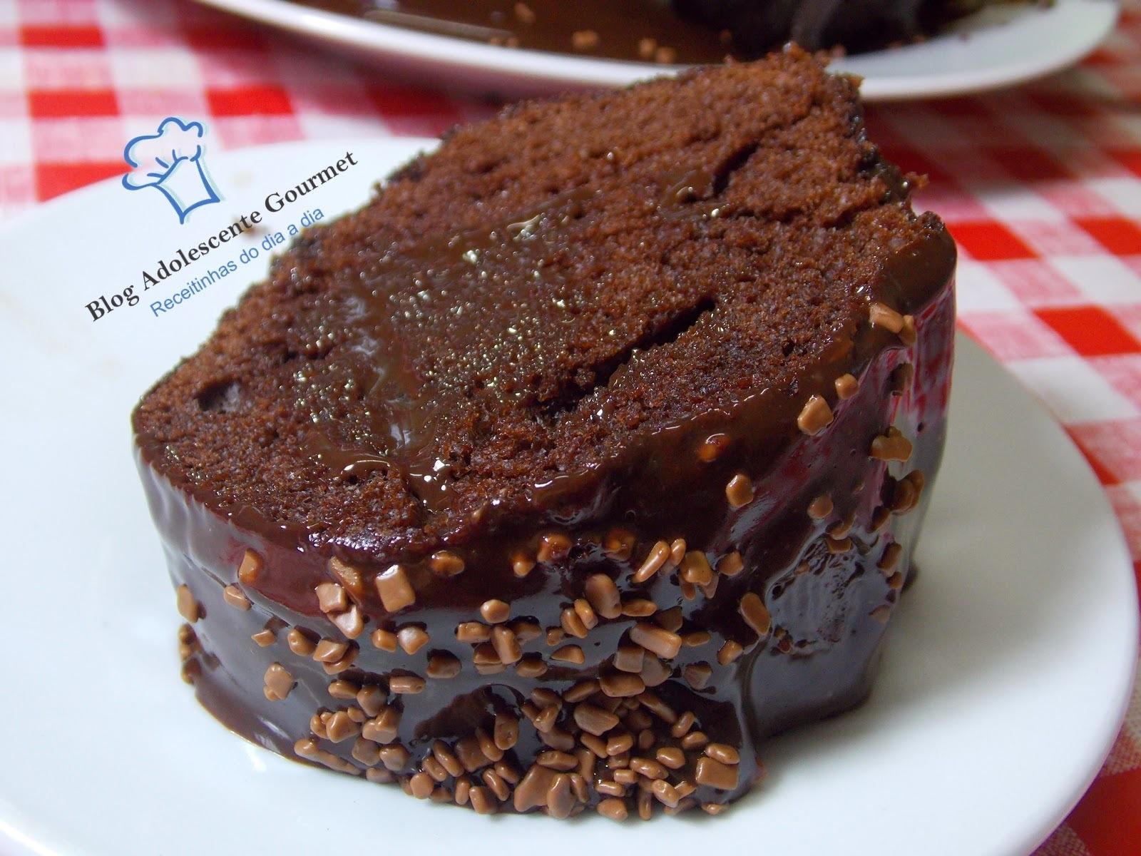 bolo de chocolate  de liquidificador com ganache
