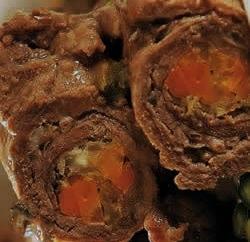 de carne coxao duro á rolê com molho madeira
