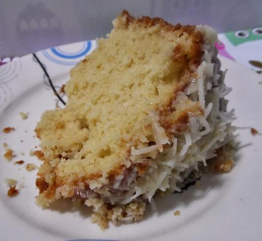 BOLO DE COCO COM LEITE CONDENSADO