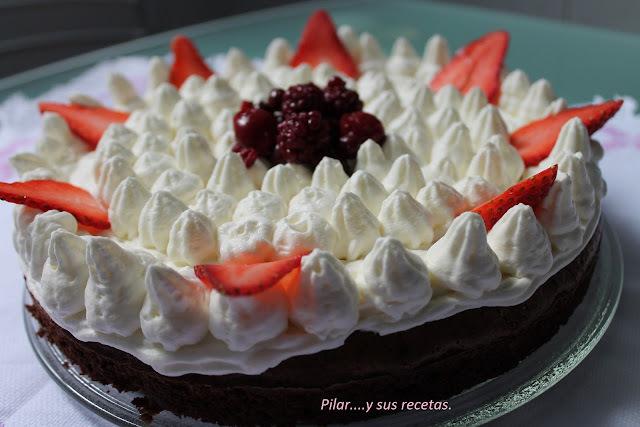 Tarta Brownie De Frutos Rojos Y Crema Chantilly