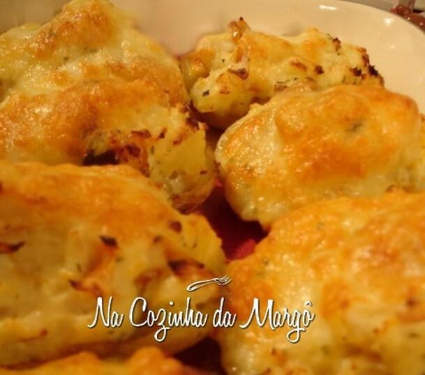 bolinho de batata com carne seca ou frango e queijo