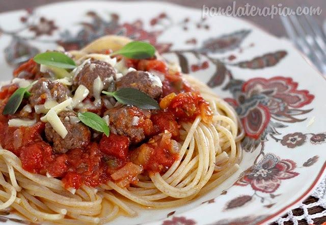 Espaguete com Molho e Polpettine
