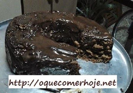 Bolo de chocolate simples e rápido de liquidificador